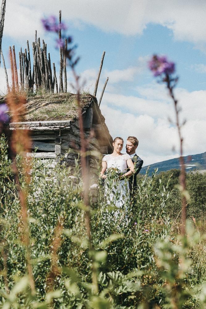 Bröllopsporträtt fotografering av Jenny och Fredrik i Hemavan Tärnaby. Foto Marianne Lindgren.